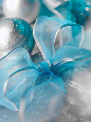 turquoise-and-silver-christmas-decoratio
